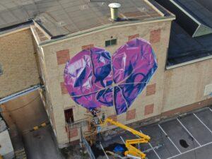 Leon Keer skapar en muralmålning